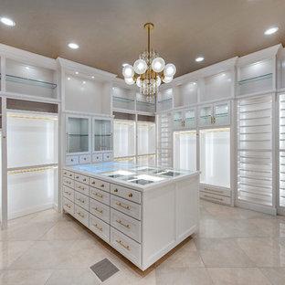 Inspiration för ett stort funkis walk-in-closet för kvinnor, med skåp i shakerstil, vita skåp och marmorgolv