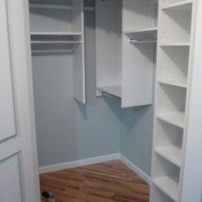 Modern Closet by crazy closets