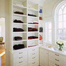 Modern Closet by Siemasko + Verbridge