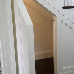 Cette image montre un armoire et dressing bohème.