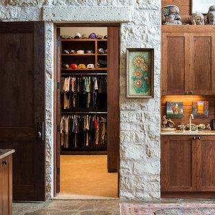 ダラスのサンタフェスタイルのおしゃれな収納・クローゼットの写真
