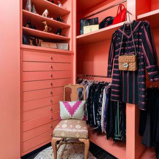 Ejemplo de armario vestidor de mujer, clásico renovado, con armarios abiertos, puertas de armario naranjas y suelo marrón