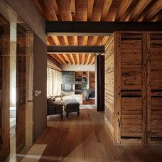 Modern Closet by Eduardo Hernandez Ch. Architect / CHK Arquitectura