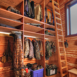 Example of a mountain style closet design in St Louis
