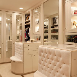 Cette image montre un dressing room design.