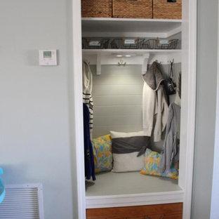 Bild på en tropisk garderob