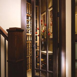 Ejemplo de armario y vestidor vintage, pequeño, con puertas de armario de madera en tonos medios y suelo vinílico