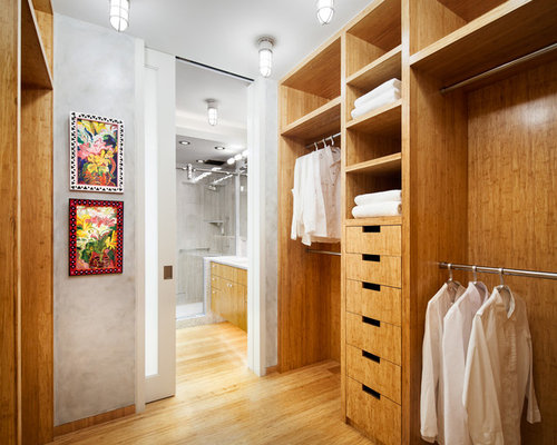 Best small walk in closet design ideas remodel pictures for Bathroom dressing room designs