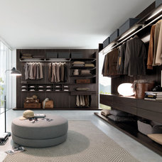 Modern Closet by Yamini Kitchens & More