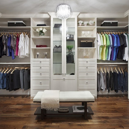 Transitional Closet by Renin