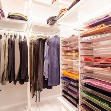 Contemporary Closet by Neslihan Pekcan/Pebbledesign