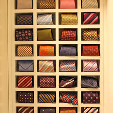 traditional closet by Kara Weik