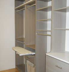 modern closet by Organized Hawaii