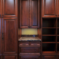 Traditional Closet by Innovative Construction Inc.