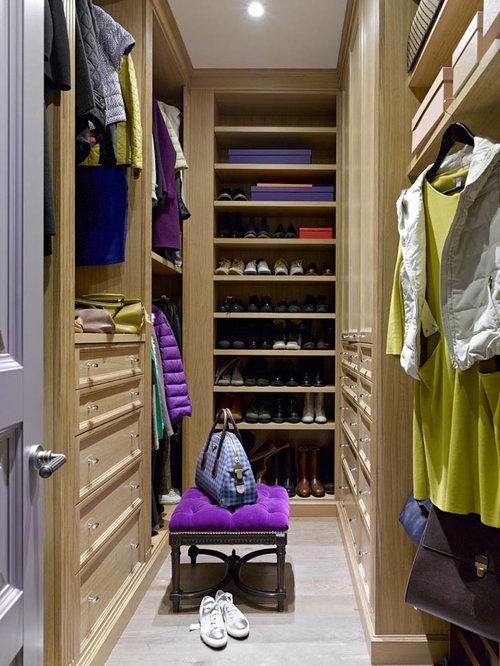 modernes ankleidezimmer mit schrankfronten mit vertiefter f llung ideen f r den ankleideraum. Black Bedroom Furniture Sets. Home Design Ideas