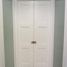 Contemporary Closet by Tom Nardini Construction, Inc.
