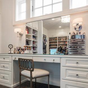 ポートランドの巨大な男女兼用トランジショナルスタイルのおしゃれなウォークインクローゼット (インセット扉のキャビネット、青いキャビネット、カーペット敷き、グレーの床) の写真
