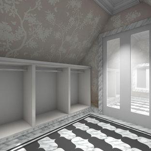 Foto di una grande cabina armadio unisex chic con ante con bugna sagomata, ante bianche, pavimento in marmo e pavimento multicolore