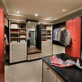 Idéer för funkis garderober, med röda skåp