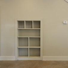 Modern Closet by Brodie Builders
