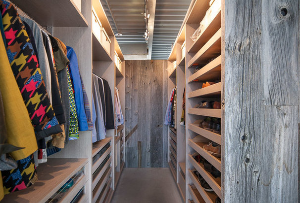 Industrial Closet by Yorkville Design Centre