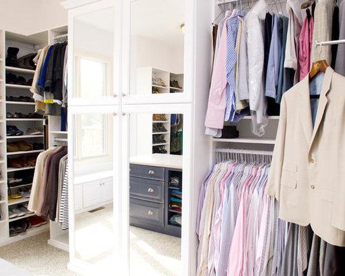 Luxurious Walk In Closet