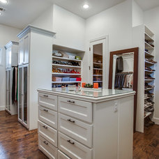 Traditional Closet by Bella Vita Custom Homes