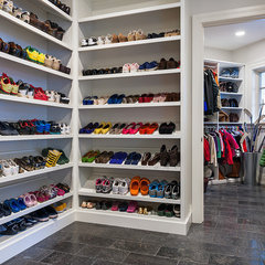 modern closet by Archer & Buchanan Architecture, Ltd.