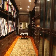 Traditional Closet Man's Closet in Mocha