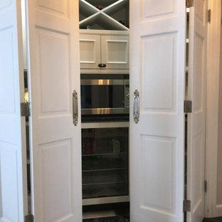 Imagen de armario vestidor unisex, de estilo de casa de campo, pequeño, con armarios con rebordes decorativos, puertas de armario grises, suelo de mármol y suelo multicolor