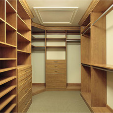 Traditional Closet by Martins Construction