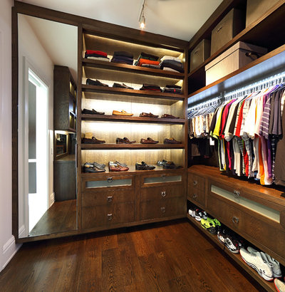 Contemporary Wardrobe by Duncan Cabinetry