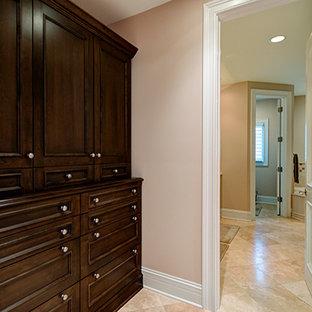 Immagine di un grande spazio per vestirsi unisex chic con ante lisce, ante in legno bruno e pavimento con piastrelle in ceramica