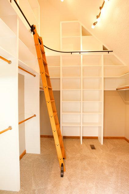 Modern Closet by Case Design & Remodeling Indy