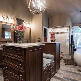 Inspiration för ett stort vintage walk-in-closet, med luckor med infälld panel, skåp i mellenmörkt trä, kalkstensgolv och grått golv