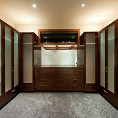 contemporary closet by Begrand Fast Design Inc.