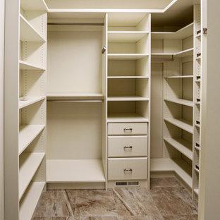 Imagen de armario vestidor clásico renovado, de tamaño medio, con puertas de armario beige, suelo de baldosas de cerámica y suelo beige