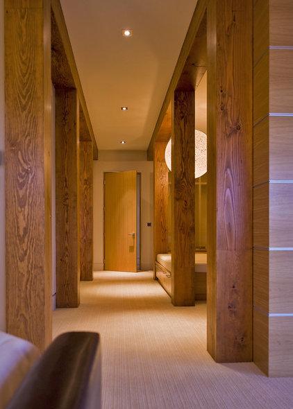 Modern Closet by Begrand Fast Design Inc.