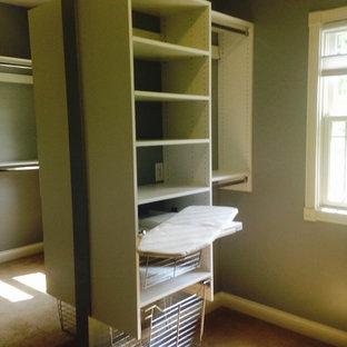 Foto de armario vestidor unisex, grande, con puertas de armario blancas