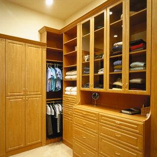 Diseño de armario vestidor unisex y abovedado, clásico, extra grande, con moqueta y suelo beige