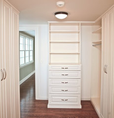 traditional closet by Marie Newton, Closets Redefined