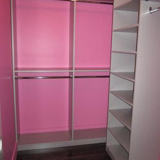 Immagine di armadi e cabine armadio minimalisti