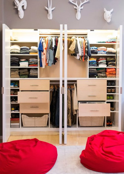Contemporary Closet by Jeffrey Phillip