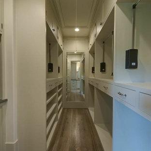 Inspiration för ett stort medelhavsstil walk-in-closet för män, med beige skåp och mellanmörkt trägolv