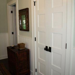 Idée de décoration pour un armoire et dressing bohème.
