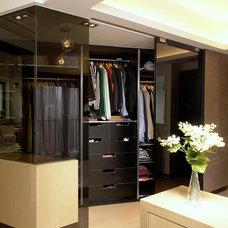 Contemporary Closet by Ample DESIGN