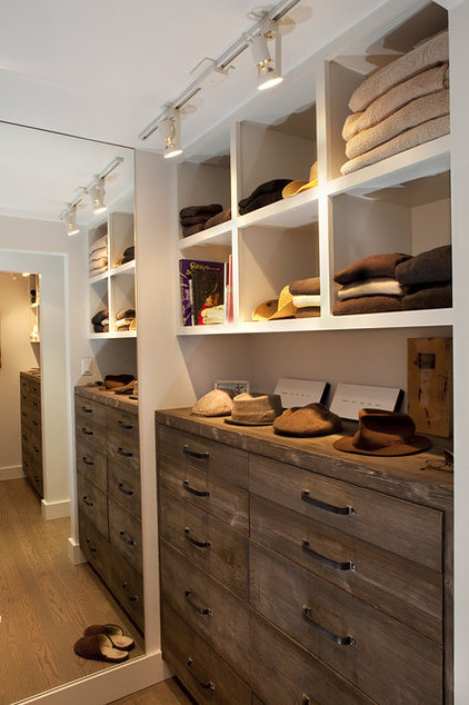 rustic closet by Artistic Designs for Living, Tineke Triggs