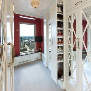 ミルウォーキーの地中海スタイルのおしゃれなフィッティングルームの写真