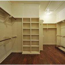 Craftsman Closet by Dakan Construction LLC
