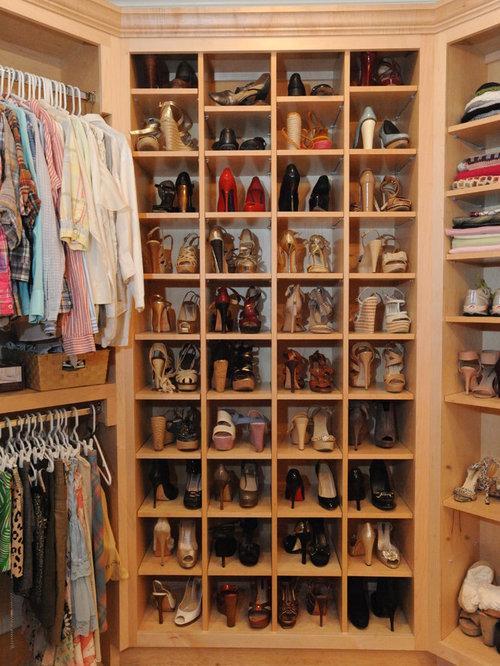 armoires et dressings classiques avec des portes de placard en bois clair photos et id es d co. Black Bedroom Furniture Sets. Home Design Ideas